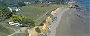 Le Breizh KAM au-dessus de la plage du Bile - breizh-kam.fr